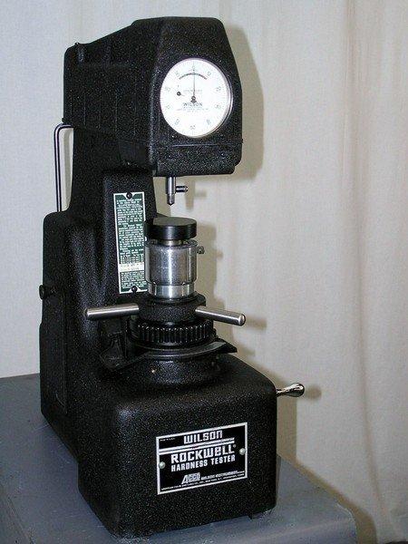 rockwell sertlik ölçme cihazı